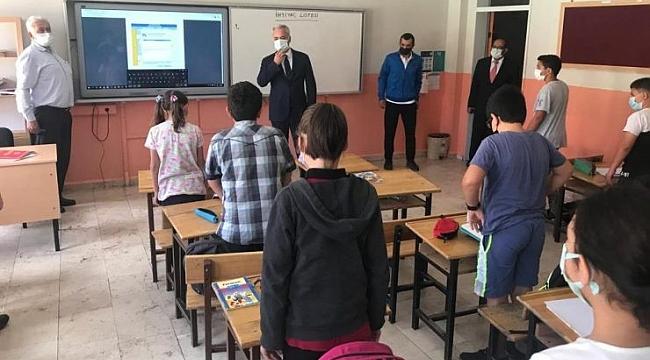 Vali Ömer Seymenoğlu Öğrencileri Yalnız Bırakmadı